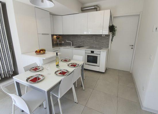 cucina-trilocale-giardino-residence-geranio-04