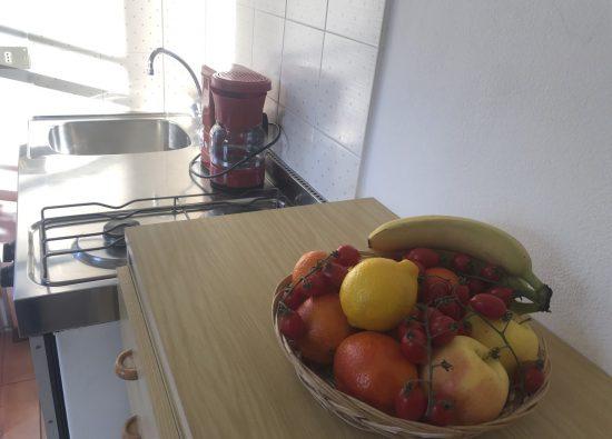monolocale-due-persone-cucina-12