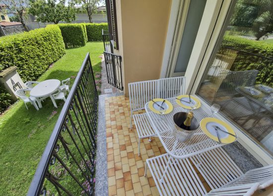 monolocale-giardino-quattro-persone-residence-geranio-01