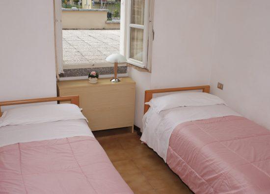 trilocale-residence-geranio-domaso-camera-doppia-11
