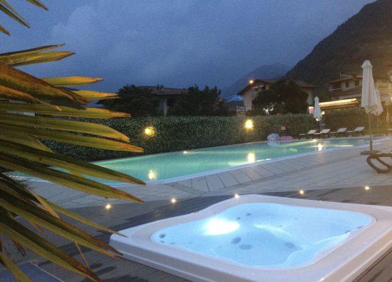 villa-casa-vacanza-piscina-jacuzzi-lago-como-12