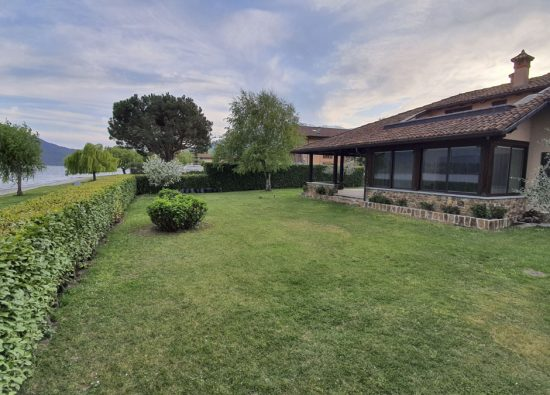 villa-rita-swimmingpool-lake-como