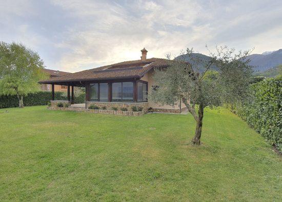 holiday-home-villa-lake-front