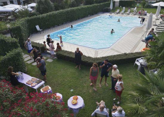 residence-geranio-piscina-lago-como-03